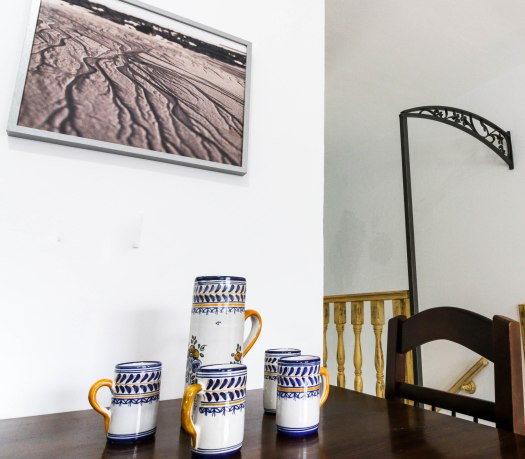 casa martijin casa recentar el molino del panadero casa rural jimera de libar ronda malaga spain salon detalle cuadro mesa